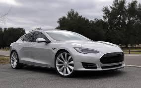 Tesla: l'automobile del futuro è già arrivata